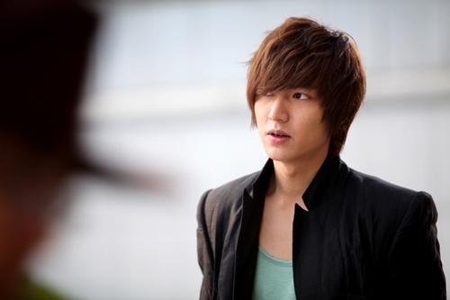 [Resim: more-lee-min-ho-photos-from-city-hunter_large.jpg]